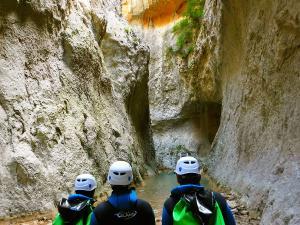 Descenso-barranco-Mascun-Superior-Barranquismo-Sierra-de-Guara-Guías-de-Barrancos-Canyoning-Canyon-Guides-Mendi-eta-arroila-gidariak-Arroila-jeitsiera-22