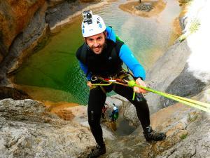 Descenso-barranco-Mascun-Superior-Barranquismo-Sierra-de-Guara-Guías-de-Barrancos-Canyoning-Canyon-Guides-Mendi-eta-arroila-gidariak-Arroila-jeitsiera-33