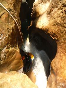 Descenso-barranco-Mascun-Superior-Barranquismo-Sierra-de-Guara-Guías-de-Barrancos-Canyoning-Canyon-Guides-Mendi-eta-arroila-gidariak-Arroila-jeitsiera-42