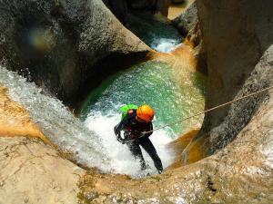 Descenso-barranco-Mascun-Superior-Barranquismo-Sierra-de-Guara-Guías-de-Barrancos-Canyoning-Canyon-Guides-Mendi-eta-arroila-gidariak-Arroila-jeitsiera-46