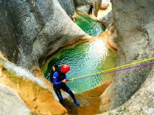 Descenso-barranco-Mascun-Superior-Barranquismo-Sierra-de-Guara-Guías-de-Barrancos-Canyoning-Canyon-Guides-Mendi-eta-arroila-gidariak-Arroila-jeitsiera-53