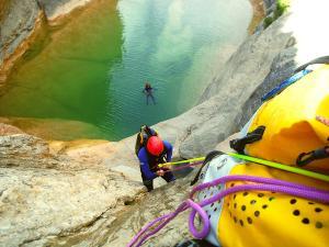Descenso-barranco-Mascun-Superior-Barranquismo-Sierra-de-Guara-Guías-de-Barrancos-Canyoning-Canyon-Guides-Mendi-eta-arroila-gidariak-Arroila-jeitsiera-54