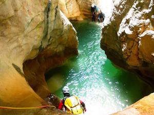Descenso-barranco-Mascun-Superior-Barranquismo-Sierra-de-Guara-Guías-de-Barrancos-Canyoning-Canyon-Guides-Mendi-eta-arroila-gidariak-Arroila-jeitsiera-9