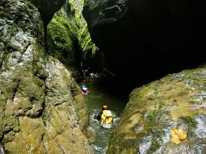 Barranco-Olhadubie-Barranquismo-Descenso-de-cañones-Canyoning-Iparralde-Kakueta-Holtzarte-Navarra-Guías-de-Barrancos-Canyon-Guides-10
