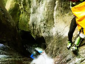 Barranco-Olhadubie-Barranquismo-Descenso-de-cañones-Canyoning-Iparralde-Kakueta-Holtzarte-Navarra-Guías-de-Barrancos-Canyon-Guides-16