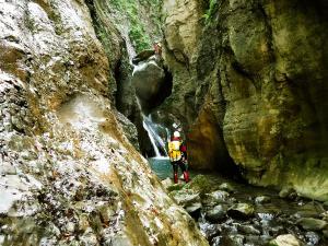 Barranco-Olhadubie-Barranquismo-Descenso-de-cañones-Canyoning-Iparralde-Kakueta-Holtzarte-Navarra-Guías-de-Barrancos-Canyon-Guides-34jpg