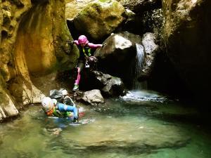 Barranco-Olhadubie-Barranquismo-Descenso-de-cañones-Canyoning-Iparralde-Kakueta-Holtzarte-Navarra-Guías-de-Barrancos-Canyon-Guides-35