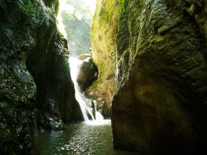 Barranco-Olhadubie-Barranquismo-Descenso-de-cañones-Canyoning-Iparralde-Kakueta-Holtzarte-Navarra-Guías-de-Barrancos-Canyon-Guides-4