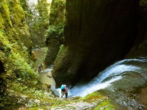 Barranco-Olhadubie-Barranquismo-Descenso-de-cañones-Canyoning-Iparralde-Kakueta-Holtzarte-Navarra-Guías-de-Barrancos-Canyon-Guides-5