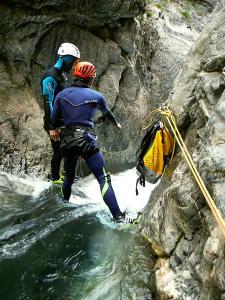Garganta-Ordiso-Barranquismo-en-Sobrarbe-Ordesa-Bujaruelo-Aínsa-Canyoning-Guías-de-Barrancos-Canyon-Guides-1