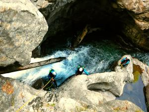 Garganta-Ordiso-Barranquismo-en-Sobrarbe-Ordesa-Bujaruelo-Aínsa-Canyoning-Guías-de-Barrancos-Canyon-Guides-13