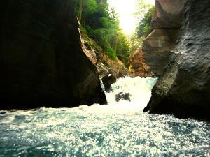 Garganta-Ordiso-Barranquismo-en-Sobrarbe-Ordesa-Bujaruelo-Aínsa-Canyoning-Guías-de-Barrancos-Canyon-Guides-9