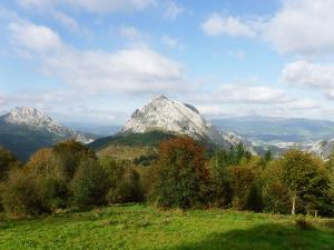 orientación-en-Urkiola-Turismo-activo-euskadi-Lurra-Adventure-Orientación-interpretatiava-1