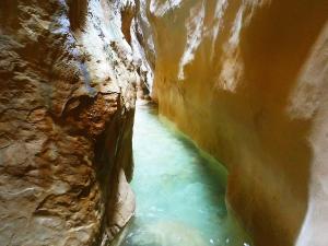 Descenso-barranco-Osuros-de-Balces-Barranquismo-Sierra-de-Guara-Guías-de-Barrancos-Canyoning-Canyon-Guides-Mendi-eta-arroila-gidariak-Arroila-jeitsiera-18
