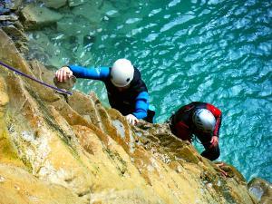 Os-Lucas-Barranquismo-Valle-de-Tena-Valle-de-Ossau-Descenso-de-cañones-barranquismo-valle-de-hecho-guías-de-montaña-y-barrancos-Mountain-and-canyon-guides-canyoning-Lurra-adventure-11