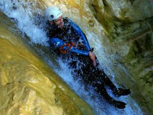 Os-Lucas-Barranquismo-Valle-de-Tena-Valle-de-Ossau-Descenso-de-cañones-barranquismo-valle-de-hecho-guías-de-montaña-y-barrancos-Mountain-and-canyon-guides-canyoning-Lurra-adventure-12