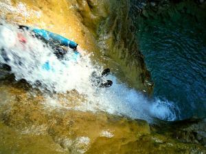 Os-Lucas-Barranquismo-Valle-de-Tena-Valle-de-Ossau-Descenso-de-cañones-barranquismo-valle-de-hecho-guías-de-montaña-y-barrancos-Mountain-and-canyon-guides-canyoning-Lurra-adventure-14