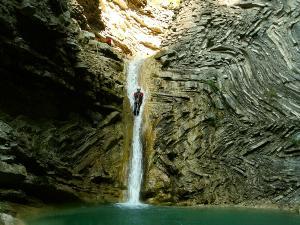Os-Lucas-Barranquismo-Valle-de-Tena-Valle-de-Ossau-Descenso-de-cañones-barranquismo-valle-de-hecho-guías-de-montaña-y-barrancos-Mountain-and-canyon-guides-canyoning-Lurra-adventure-17