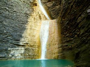 Os-Lucas-Barranquismo-Valle-de-Tena-Valle-de-Ossau-Descenso-de-cañones-barranquismo-valle-de-hecho-guías-de-montaña-y-barrancos-Mountain-and-canyon-guides-canyoning-Lurra-adventure-2