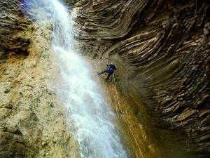 Os-Lucas-Barranquismo-Valle-de-Tena-Valle-de-Ossau-Descenso-de-cañones-barranquismo-valle-de-hecho-guías-de-montaña-y-barrancos-Mountain-and-canyon-guides-canyoning-Lurra-adventure-5