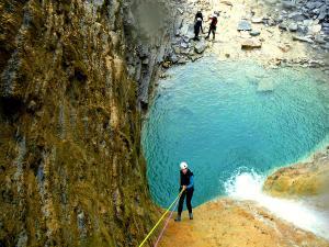 Os-Lucas-Barranquismo-Valle-de-Tena-Valle-de-Ossau-Descenso-de-cañones-barranquismo-valle-de-hecho-guías-de-montaña-y-barrancos-Mountain-and-canyon-guides-canyoning-Lurra-adventure-6