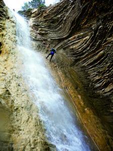 Os-Lucas-Barranquismo-Valle-de-Tena-Valle-de-Ossau-Descenso-de-cañones-barranquismo-valle-de-hecho-guías-de-montaña-y-barrancos-Mountain-and-canyon-guides-canyoning-Lurra-adventure-7