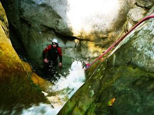 Barranco-Oudaybi-Barranquismo-Descenso-de-cañones-Canyoning-Iparralde-Kakueta-Holtzarte-Navarra-Guías-de-Barrancos-Canyon-Guides-1