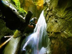 Barranco-Oudaybi-Barranquismo-Descenso-de-cañones-Canyoning-Iparralde-Kakueta-Holtzarte-Navarra-Guías-de-Barrancos-Canyon-Guides-4