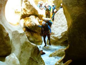 Descenso-barranco-Peonera-Barranquismo-Sierra-de-Guara-Guías-de-Barrancos-Canyoning-Canyon-Guides-Mendi-eta-arroila-gidariak-Arroila-jeitsiera-11
