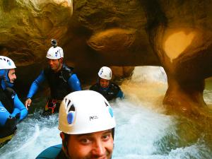 Descenso-barranco-Peonera-Barranquismo-Sierra-de-Guara-Guías-de-Barrancos-Canyoning-Canyon-Guides-Mendi-eta-arroila-gidariak-Arroila-jeitsiera-18