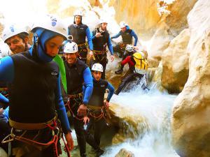 Descenso-barranco-Peonera-Barranquismo-Sierra-de-Guara-Guías-de-Barrancos-Canyoning-Canyon-Guides-Mendi-eta-arroila-gidariak-Arroila-jeitsiera-19
