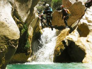 Descenso-barranco-Peonera-Barranquismo-Sierra-de-Guara-Guías-de-Barrancos-Canyoning-Canyon-Guides-Mendi-eta-arroila-gidariak-Arroila-jeitsiera-2