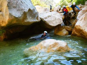 Descenso-barranco-Peonera-Barranquismo-Sierra-de-Guara-Guías-de-Barrancos-Canyoning-Canyon-Guides-Mendi-eta-arroila-gidariak-Arroila-jeitsiera-20