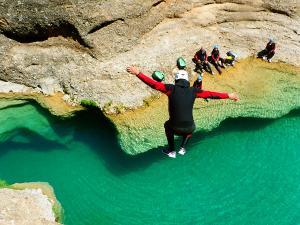 Descenso-barranco-Peonera-Barranquismo-Sierra-de-Guara-Guías-de-Barrancos-Canyoning-Canyon-Guides-Mendi-eta-arroila-gidariak-Arroila-jeitsiera-23