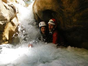 Descenso-barranco-Peonera-Barranquismo-Sierra-de-Guara-Guías-de-Barrancos-Canyoning-Canyon-Guides-Mendi-eta-arroila-gidariak-Arroila-jeitsiera-3
