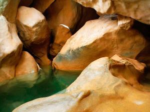 Descenso-barranco-Peonera-Barranquismo-Sierra-de-Guara-Guías-de-Barrancos-Canyoning-Canyon-Guides-Mendi-eta-arroila-gidariak-Arroila-jeitsiera-35