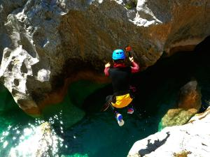Descenso-barranco-Peonera-Barranquismo-Sierra-de-Guara-Guías-de-Barrancos-Canyoning-Canyon-Guides-Mendi-eta-arroila-gidariak-Arroila-jeitsiera-38