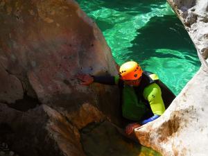 Descenso-barranco-Peonera-Barranquismo-Sierra-de-Guara-Guías-de-Barrancos-Canyoning-Canyon-Guides-Mendi-eta-arroila-gidariak-Arroila-jeitsiera-44