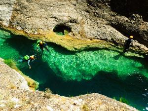 Descenso-barranco-Peonera-Barranquismo-Sierra-de-Guara-Guías-de-Barrancos-Canyoning-Canyon-Guides-Mendi-eta-arroila-gidariak-Arroila-jeitsiera-46