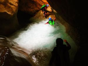 Descenso-barranco-Peonera-Barranquismo-Sierra-de-Guara-Guías-de-Barrancos-Canyoning-Canyon-Guides-Mendi-eta-arroila-gidariak-Arroila-jeitsiera-47
