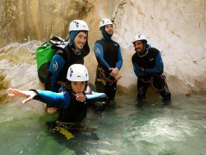 Descenso-barranco-Peonera-Barranquismo-Sierra-de-Guara-Guías-de-Barrancos-Canyoning-Canyon-Guides-Mendi-eta-arroila-gidariak-Arroila-jeitsiera-5