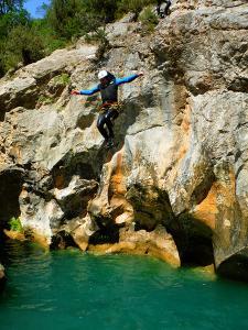 Descenso-barranco-Peonera-Barranquismo-Sierra-de-Guara-Guías-de-Barrancos-Canyoning-Canyon-Guides-Mendi-eta-arroila-gidariak-Arroila-jeitsiera-7