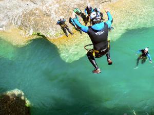 Descenso-barranco-Peonera-Barranquismo-Sierra-de-Guara-Guías-de-Barrancos-Canyoning-Canyon-Guides-Mendi-eta-arroila-gidariak-Arroila-jeitsiera-9
