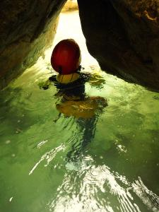 Descenso-barranco-Petit-Mascun-Barranquismo-en-familia-Sierra-de-Guara-Guías-de-Barrancos-Canyoning-Canyon-Guides-Mendi-eta-arroila-gidariak-Arroila-jeitsiera-1