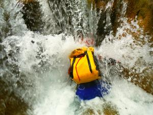Descenso-barranco-Petit-Mascun-Barranquismo-en-familia-Sierra-de-Guara-Guías-de-Barrancos-Canyoning-Canyon-Guides-Mendi-eta-arroila-gidariak-Arroila-jeitsiera-16