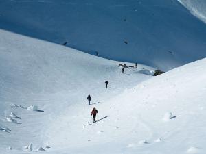 Raquetas-de-nieve-n-Belagua-Raquetas-de-nieve-en-Navarra-Elur-erraketak-Belagoan-Elur-erraketak-Nafarroan-Snowshoeing-in-Belagua-Snowshoeing-in-Navarra-Guías-de-montaña-Mendi-gidariak-16