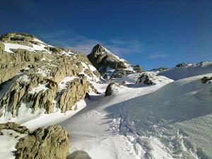 Raquetas-de-nieve-n-Belagua-Raquetas-de-nieve-en-Navarra-Elur-erraketak-Belagoan-Elur-erraketak-Nafarroan-Snowshoeing-in-Belagua-Snowshoeing-in-Navarra-Guías-de-montaña-Mendi-gidariak-4