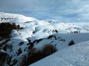 Raquetas-de-nieve-n-Belagua-Raquetas-de-nieve-en-Navarra-Elur-erraketak-Belagoan-Elur-erraketak-Nafarroan-Snowshoeing-in-Belagua-Snowshoeing-in-Navarra-Guías-de-montaña-Mendi-gidariak-web-2b