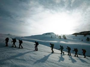 Raquetas-de-nieve-n-Belagua-Raquetas-de-nieve-en-Navarra-Elur-erraketak-Belagoan-Elur-erraketak-Nafarroan-Snowshoeing-in-Belagua-Snowshoeing-in-Navarra-Guías-de-montaña-Mendi-gidariak-web-3b