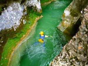 Descenso-barranco-Vero-Barranquismo-Sierra-de-Guara-Guías-de-Barrancos-Canyoning-Canyon-Guides-Mendi-eta-arroila-gidariak-Arroila-jeitsiera-14